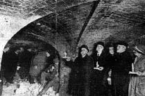 1920s explorers on Level 2 at Paddington.